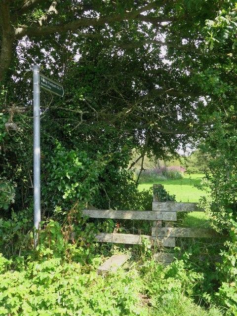 Public footpath GL17 at Berrycroft Farm, Roud