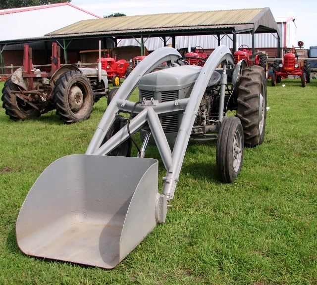 Top loader on TEF 20 tractor