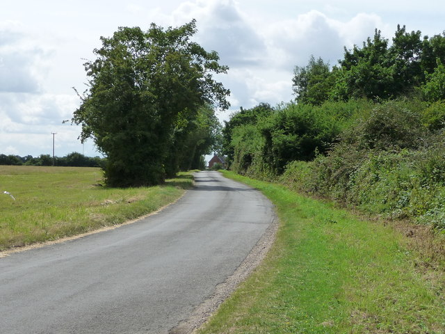 Mellis Road, heading south to West End Farm