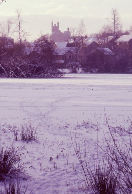 Frozen Kilmardinny Loch
