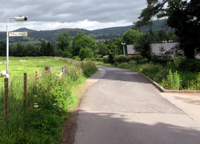 Village Hall this way, Llanfoist