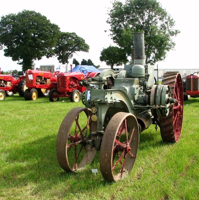 International Harvester Mogul 8-16 tractor