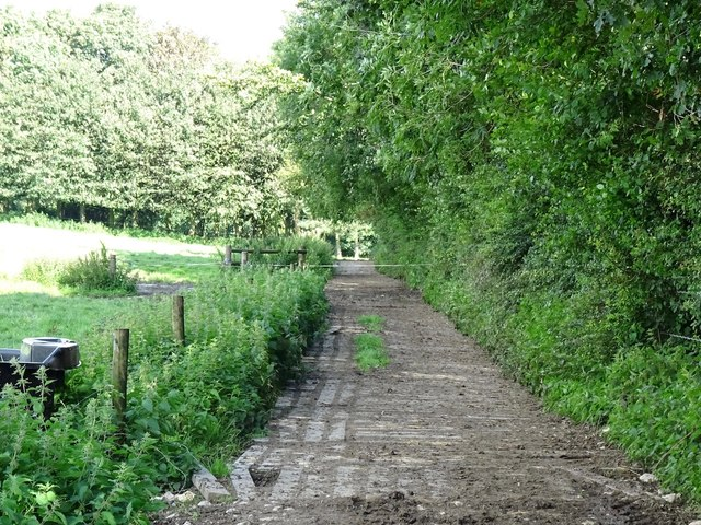 Footpath to School House Farm and The Old School