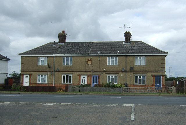 Houses on Wimblington Road (B1101)