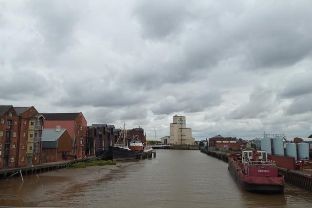 Along the River Hull