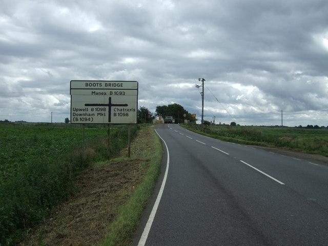 Approaching crossroads, Boots Bridge