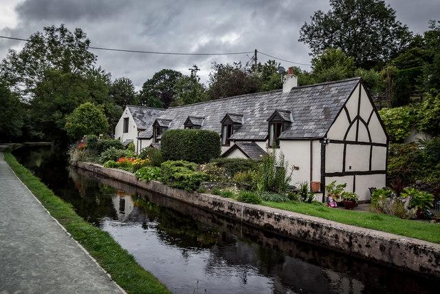 Lovely House on the Llangollen Canal, Llangollen