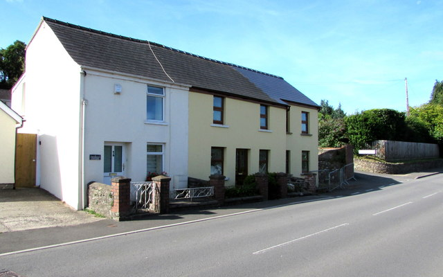 Crossroads Cottages, Gilwern