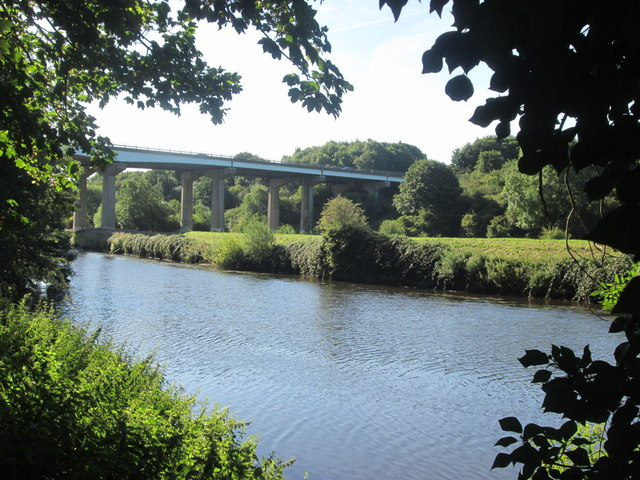 Don Bridge taking the A1(M) motorway over the River Don
