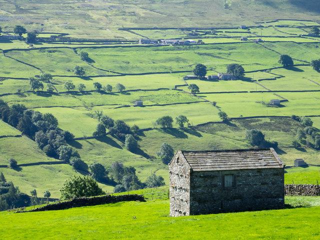 Barn in field near to Blades