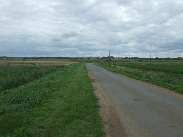 Approaching bend on Long North Fen Drove