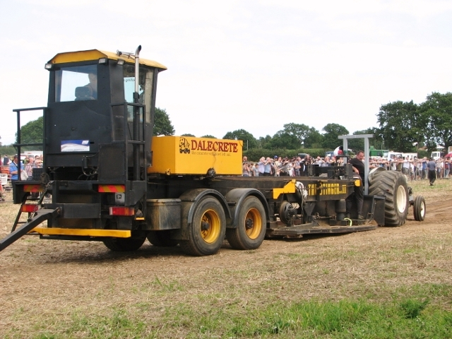 Tractor pulling competition