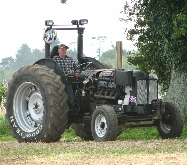 Tractor pulling competition - chilling out