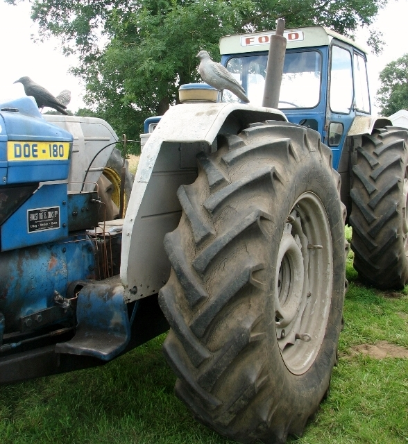 1960s Doe 180 dual drive tractor - detail