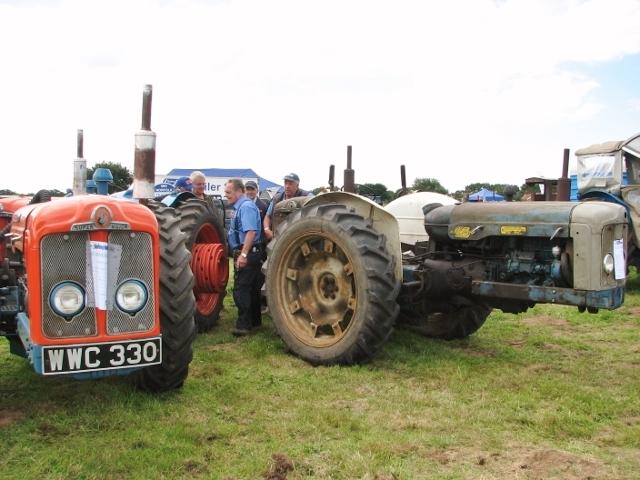 1961 Doe Triple D tractors