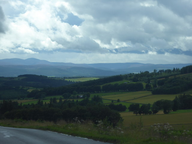 A south-westerly view; from the B993 over Learney Hill towards Torphins