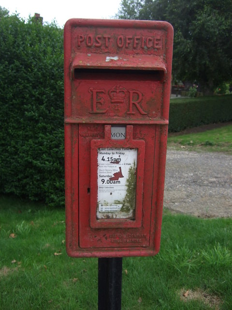 Close up, Elizabeth II postbox on Day's Lode Road, The Dams