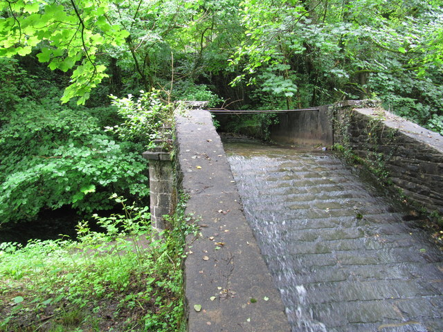 Aqueduct carrying a stream across the Neath Canal