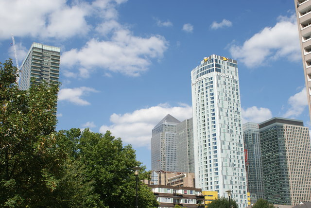 View of Canary Wharf and the Hotel Novotel Canary Wharf from Westferry Road