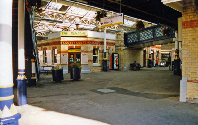 Lewes station, 2000: lower circulating area