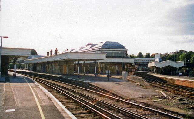 Lewes station, 2009: westward on Platform 4