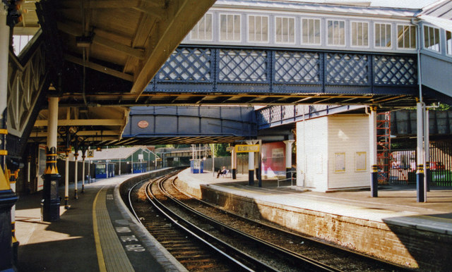 Lewes station, 2000: westward on Platform 4 towards Brighton