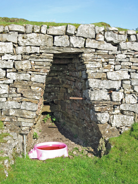 Lime kiln near High Greenfield - arch and pink pig water bowl