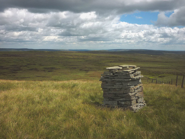 Cairn east of Lovely Seat