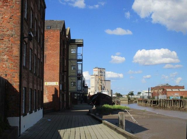 Alongside the River Hull