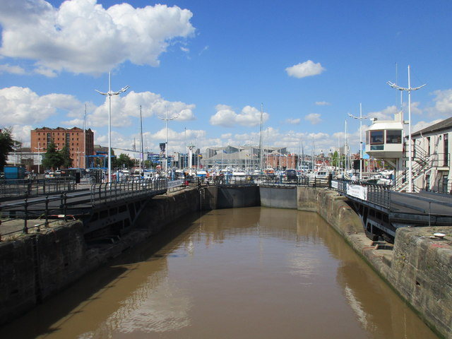 The lock at the entrance to Humber Dock