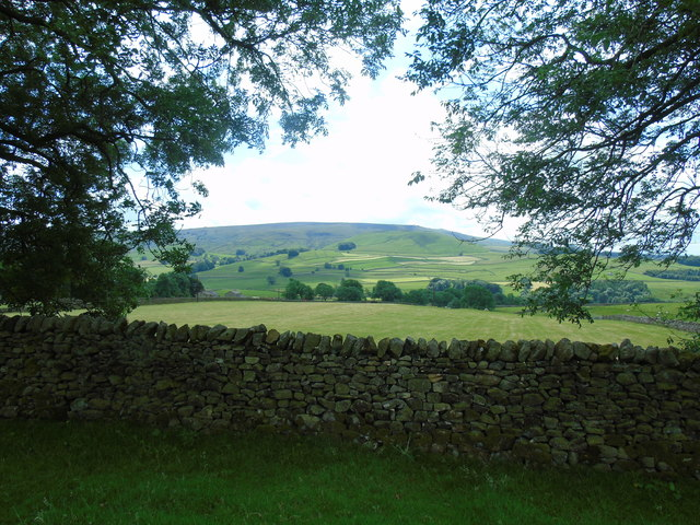 Edge Side Farm to Elbolton Hill