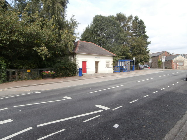 Public conveniences and bus-stop, High St, Ystrad Mynach