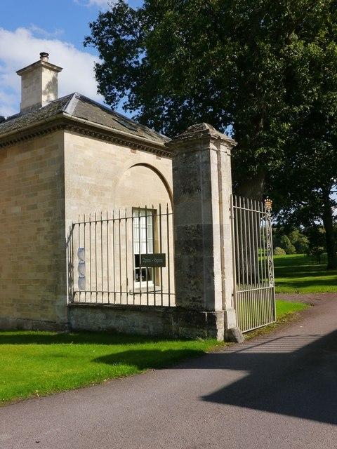 Buscot Park, Gateway