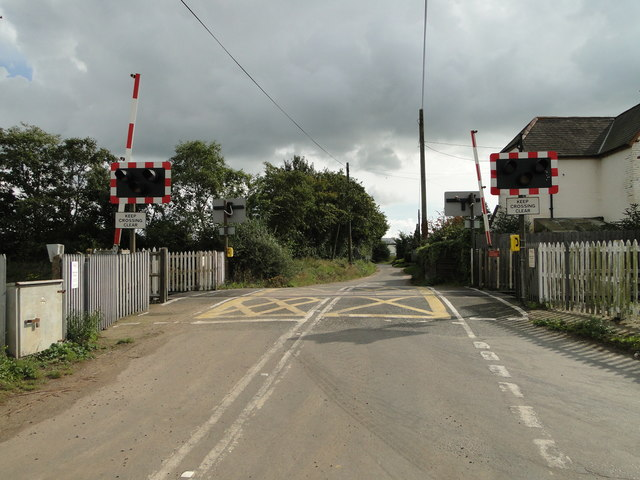 Thorpe Lane crossing from the west