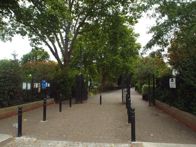 West Ham Park gate