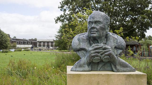 Sir Peter Scott bust, Slimbridge