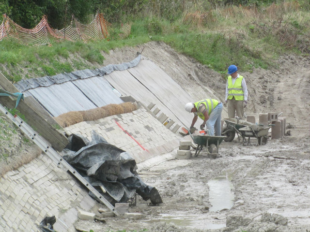 Work on the side of the Wendover Arm of the Grand Union Canal
