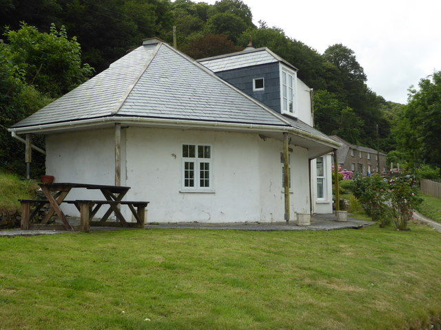 House by Salcombe North Sands