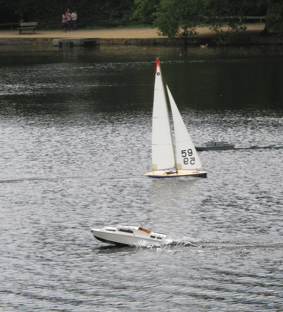 Black Park Model Boat regatta - yacht and powerboat