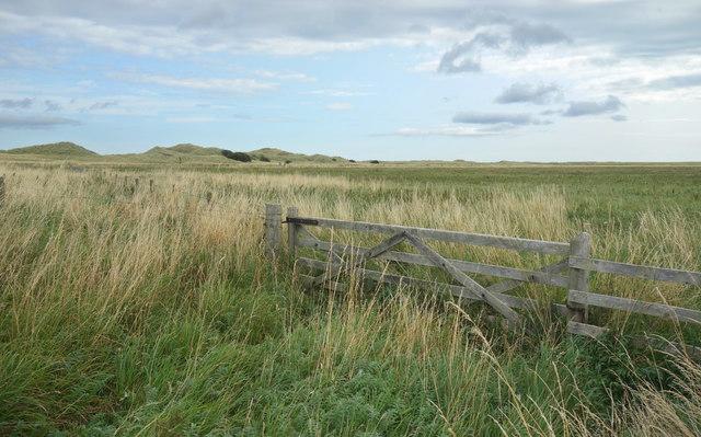 Field gate near the dunes