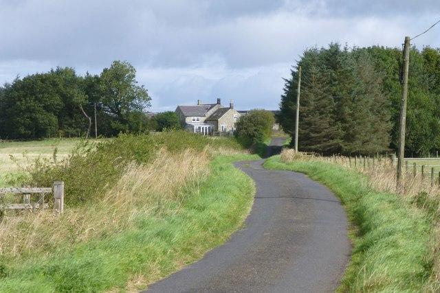Approaching Plashetts Farm