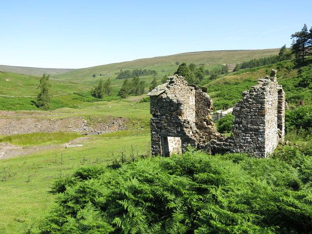 Ruined mine building below the Skears Hushes