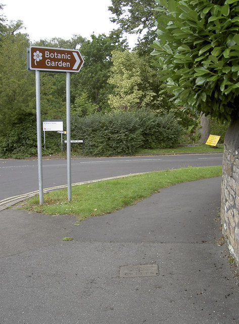 This way to the Uni gardens
