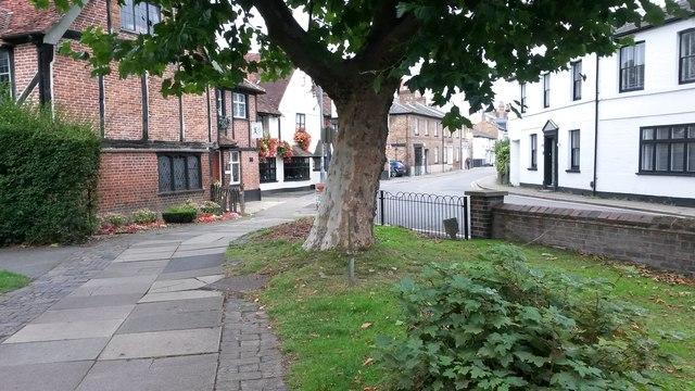 Looking into Church Street from Rickmansworth churchyard