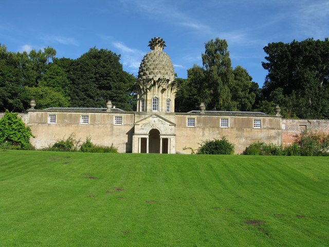 The Pineapple, Dunmore Park, Airth