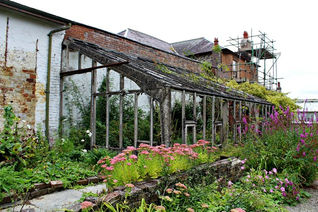 Derelict greenhouse at Home Farm