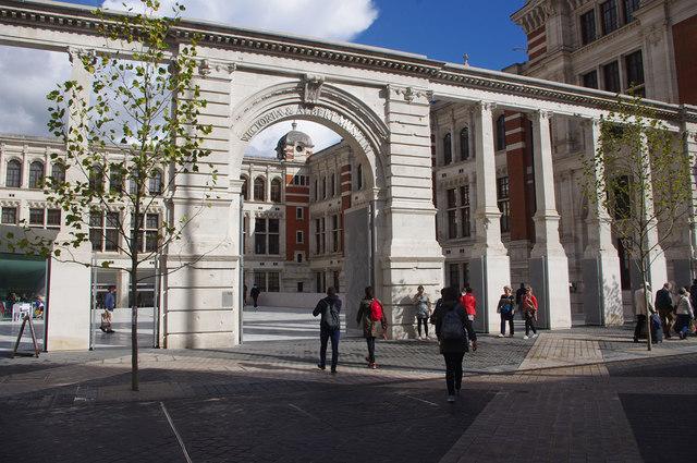 Victoria & Albert Museum - The Sackler Courtyard