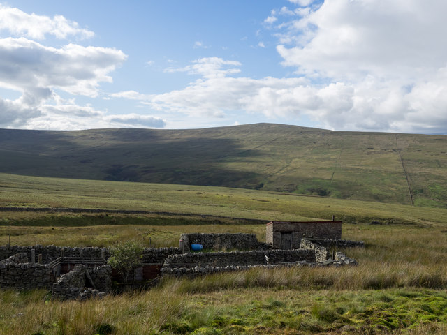 Building and wall complex on Park Fell