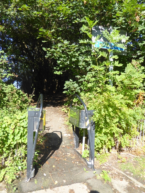 Way in to the Dunston Staithes Railway Path