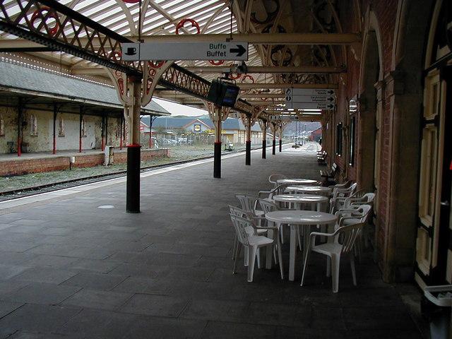 Aberystwyth station platform - 2000